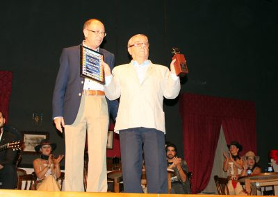 jose-moreno-coordinador-de-asfaan-entrega-el-premio-asfaan-al-productor-jose-salcedo