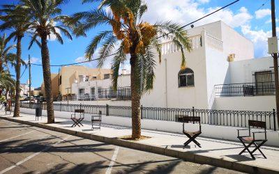 """Tabernas """"sienta"""" a sus premios western en la avenida principal"""