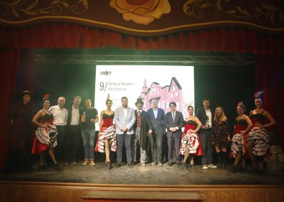 Foto de familia de la gala de inauguracion de AWFF